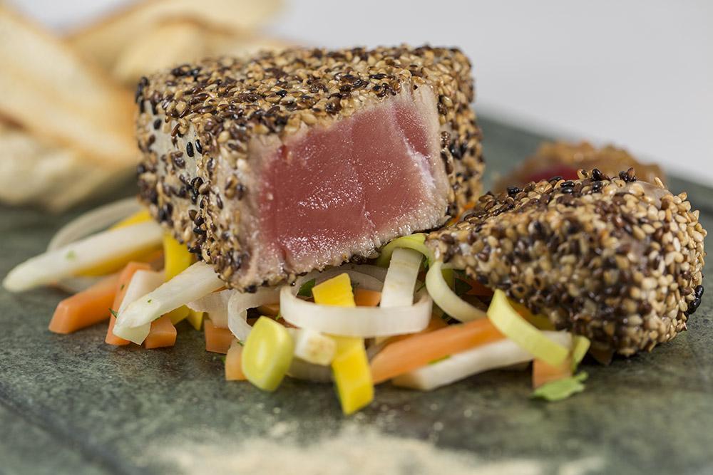 Tunfischsteak in Sesamkruste